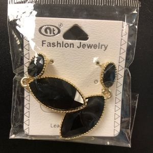 NWT Simulated Onyx and Gold Drop Earrings